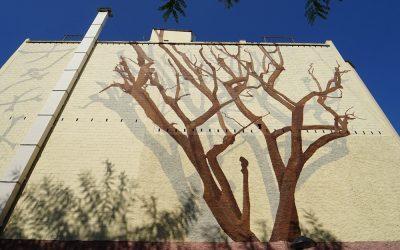 El mural del Año Jujol140 en Sant Joan Despí evoca la conexión del artista con la naturaleza